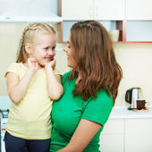 Mother with daughther in kitchen — Stock Photo