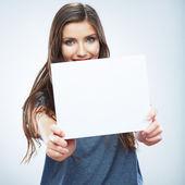 Fille se tiennent papier blanc — Photo