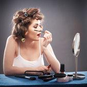 Woman using mascara — Stockfoto