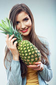 Woman hold pineapple — Stock fotografie