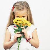 Girl hold flowers — Stock Photo