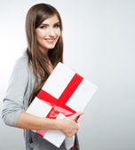 Woman hold gift — Stockfoto