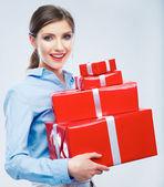 Obchodní žena drží krabičky — Stock fotografie