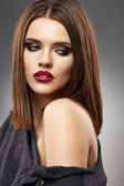 Sensual young model with straight hair. — Stock Photo