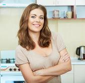 Kadın mutfakta — Stok fotoğraf