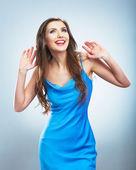 Porträt mit hand des jungen lächelnde frau. — Stockfoto
