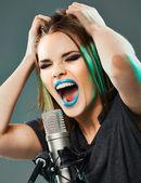 Beautiful young woman singer. — Stock Photo