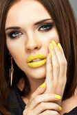 Woman with yellow lips and nails. — Foto de Stock