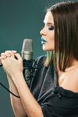 Girl singing — Stock Photo
