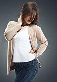 Vacker kvinna poserar — Stockfoto
