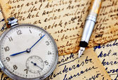 Vintage clock with fountain pen — Stock Photo