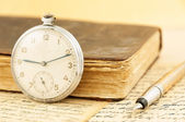 Retro book and clock — Stock Photo