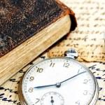 古色古香的书和时钟 — 图库照片
