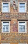 Fasáda z starobylého domu — Stock fotografie