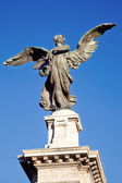 Anioł na tle nieba — Zdjęcie stockowe