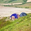 Tourist tents on verge of plateau — Stock Photo