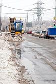 从湿雪的街道清理 — 图库照片