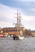 Yacht to port of city Stockholm — Stock Photo