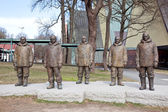 Sculptures of arctic researchers — Stockfoto