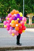 空気のボールのセールスマン — ストック写真