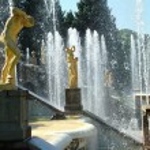 Peterhof. Grand Cascade. Large palace of museum complex Petrodvo — Stock Photo