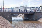 Helsinki, Brücke über einen Kanal — Stockfoto