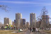 Spring day in city park  — Stock Photo
