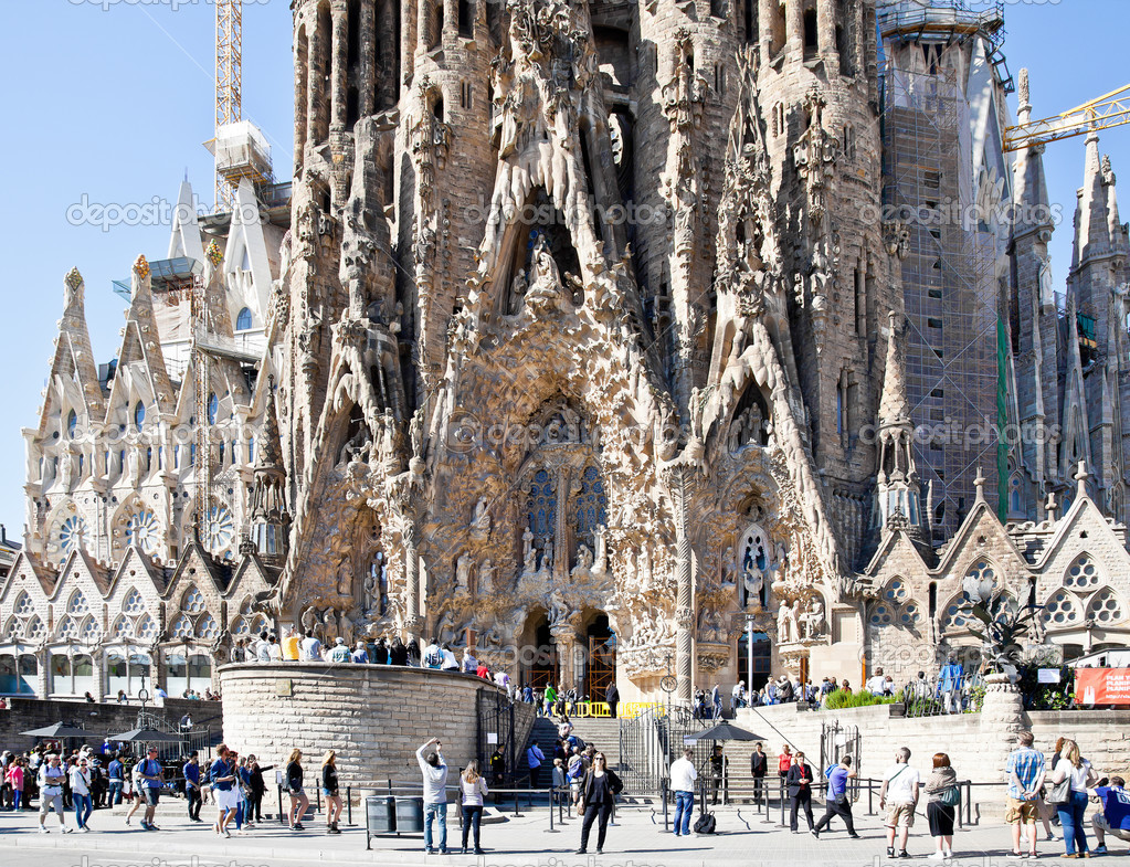 barcelona tempel der sagrada familia fassade der geburt christi redaktionelles stockfoto. Black Bedroom Furniture Sets. Home Design Ideas