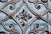 Wroclaw. fragmento de la puerta metálica del antiguo templo de — Foto de Stock