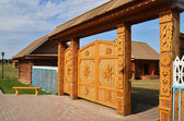 Traditional wooden gate in russian village — Stock Photo