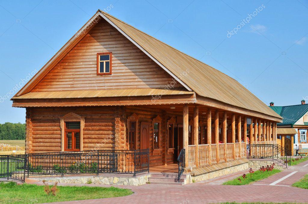 Casa de madera rural tradicional ruso foto de stock - Casas rurales madera ...
