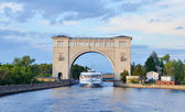 Sluice Gates on the River Volga, Russia with cruise boat — Stock Photo