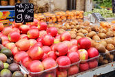 Close up of apples on market stand — Stock Photo