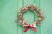 Christmas wreath on a green door. Stylization of antique photogr — ストック写真