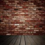 pared de ladrillos y tablones de madera — Foto de Stock