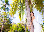 Woman near palm tree — Stock Photo