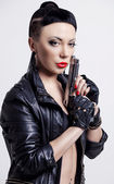 Woman with a gun — Stockfoto