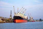 Lastfartygnákladní loď — Stock fotografie