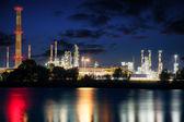Rafineri, gece — Stok fotoğraf