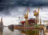 судостроительный завод промышленность — Стоковое фото