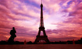 Eiffel Tower. Paris, Fance at sunset — Stock Photo
