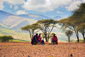 Maasai men sitting. Savannah landscape in Tanzania, Africa — Stock Photo