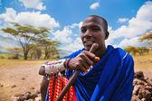 Maasai man porträtt i tanzania, afrika — Stockfoto