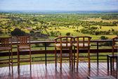 Sedie sulla terrazza. paesaggio della savana nel serengeti, tanzania, africa — Foto Stock