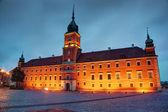 夕方ポーランド、ワルシャワで高貴な城 — ストック写真