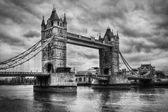 Tower Bridge in London, the UK. Black and white — Stock Photo
