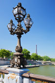 Street lantern on the Alexandre III Bridge against the Eiffel Tower — Stock Photo