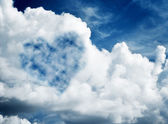 Heart shaped cloud on blue sunny sky. — Stock Photo