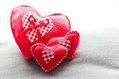 Corações vermelhos pelúcia artesanais — Foto Stock