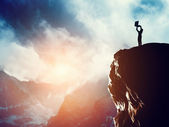 A man standing on the peak of a mountain — Stock Photo